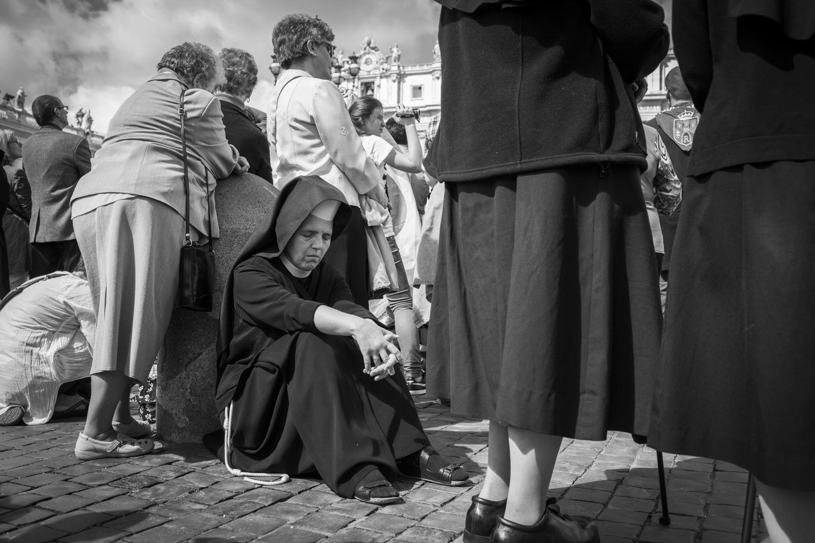 Pellegrini, Roma, 26/27/28 aprile 2014 La fede incapace di ridere di se stessa deve dubitare della propria autenticità. Nicolás Gómez Dávila Il 27 aprile 2014 si è svolta in