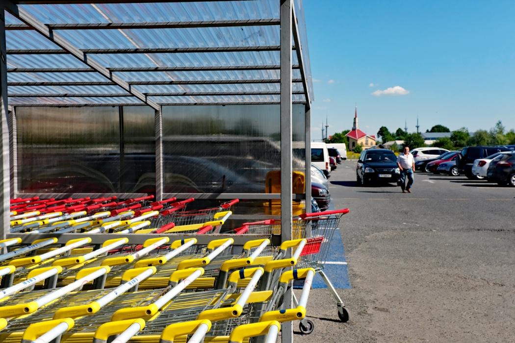 Around Shopping Malls: Il Centro Commerciale EKVATOR a Graviton, Cernivci (2019)