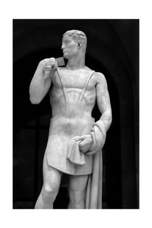 le 28 statue del Colosseo quadrato (2017)